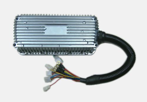 控制器均自动保护(电动指示灯闪烁),切断输出,防止由此而损坏控制器或